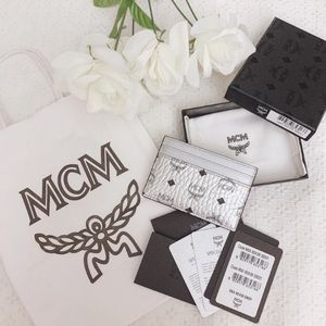 Last 1‼️BNIB MCM silver Visetos card holder wallet